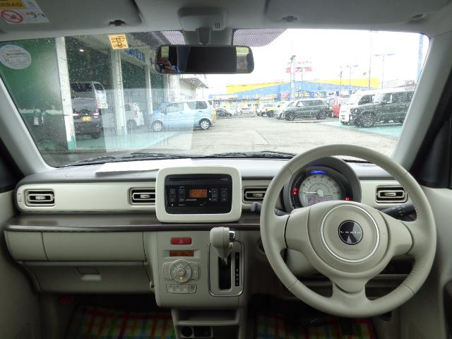 フロントガラスが大きく、死角も少ない設計なので運転しやすいですよ