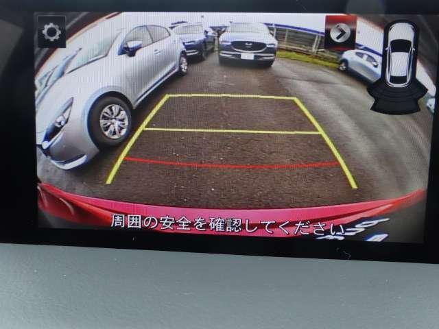 リアゲートの目立たない位置にバックカメラがあります。確認しづらい後方の障害物をバックモニターに表示されるのでより後方の視界の確保が可能です。