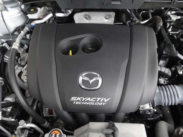 高効率直噴ガソリンエンジン「SKYACTIV-G 2.0」搭載車は、4-2-1排気システムを採用し、クルマとの一体感が味わえるリニアで気持ちのよいパワーフィールを得ることができます。