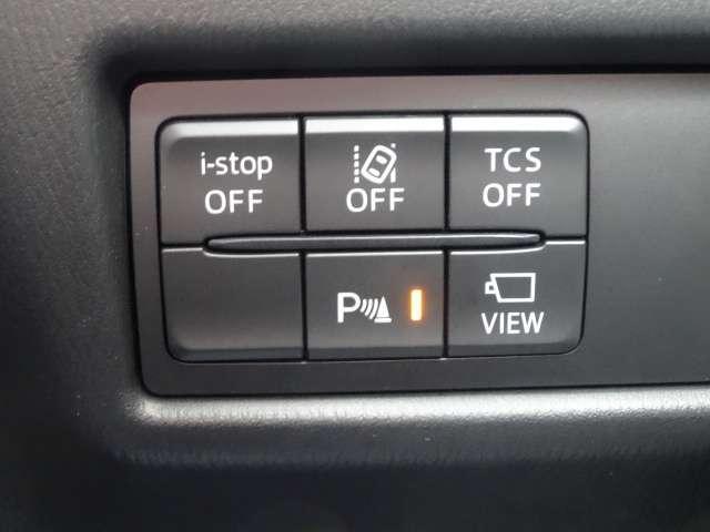 横滑り防止装置、車線逸脱警報システムなどの安全装備も充実。バック時の障害物を検知し知らせるコーナーセンサーがあります。