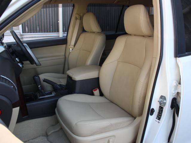 TX Lパッケージ 革シート 4WD フルセグ メモリーナビ DVD再生 バックカメラ ETC 乗車定員7人 3列シート フルエアロ 記録簿(6枚目)