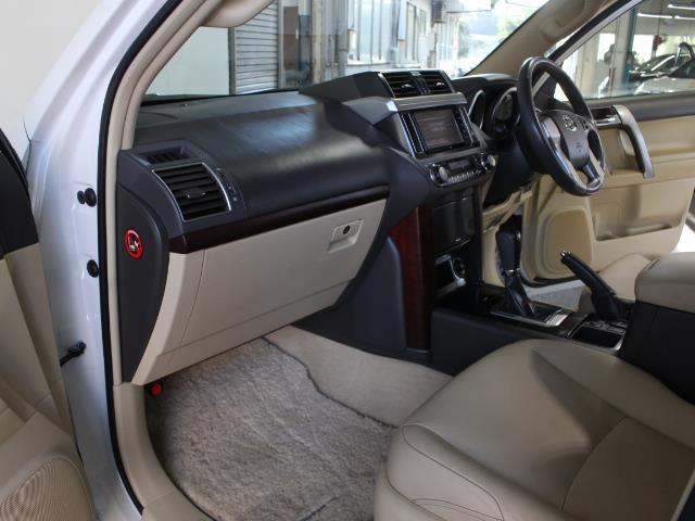 TX Lパッケージ 革シート 4WD フルセグ メモリーナビ DVD再生 バックカメラ ETC 乗車定員7人 3列シート フルエアロ 記録簿(21枚目)