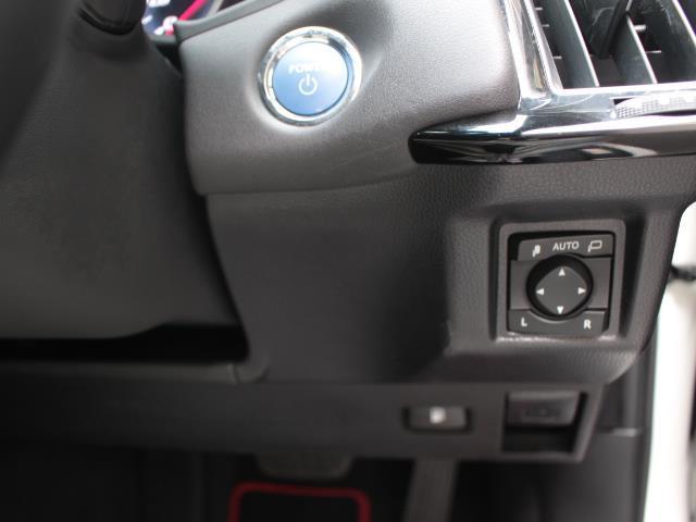 S スポーツスタイル 革シート フルセグ DVD再生 ミュージックプレイヤー接続可 バックカメラ 衝突被害軽減システム ETC LEDヘッドランプ 記録簿(15枚目)