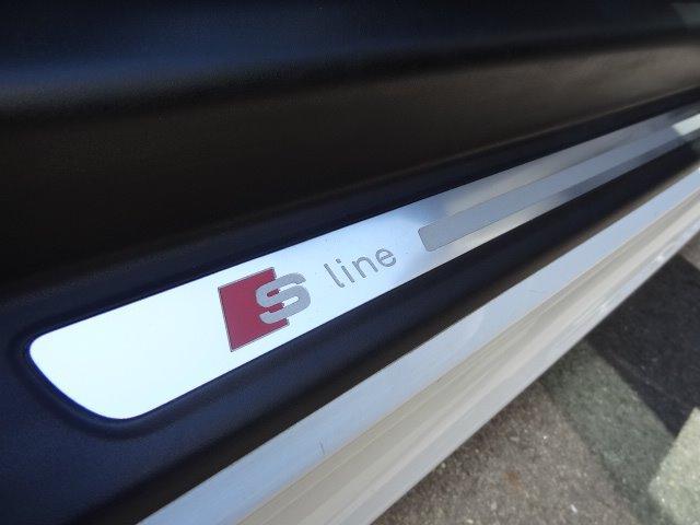 1.8TFSI Sラインパッケージ S専ハーフレザーシート S専ステアリング 電動Rスポイラー 純正ナビ フルセグTV ETC パドルシフト CD DVD キセノン オートライト ターボ車 2本出しマフラー Bカメラ(27枚目)