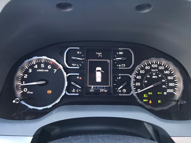 SR5 2021年モデル TRDオフロード プレミアムPKG 4WD 衝突軽減ブレーキ 黒革 サンルーフ スプレーベッド バックカメラ ヒッチメンバー レーンキープアシスト オートハイビーム(14枚目)