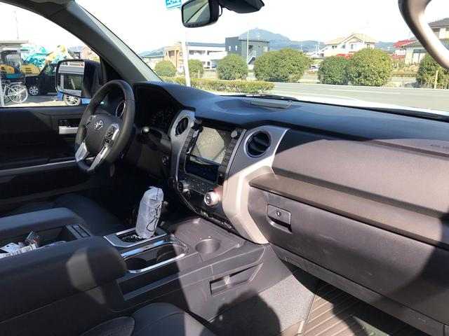 SR5 2021年モデル TRDオフロード プレミアムPKG 4WD 衝突軽減ブレーキ 黒革 サンルーフ スプレーベッド バックカメラ ヒッチメンバー レーンキープアシスト オートハイビーム(34枚目)