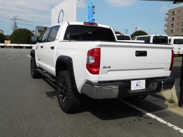 クルーMAK 4WD リフトアップ ブッシュワーカーフェンダー FUEL20インチアルミ サイドステップ トノカバー サイドカメラ フロントカメラ 7インチメモリーナビ(6枚目)