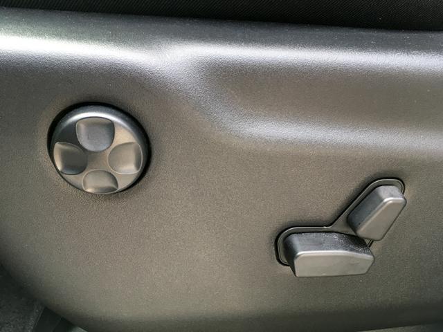 シート調整とランバーサポート調整は電動式です