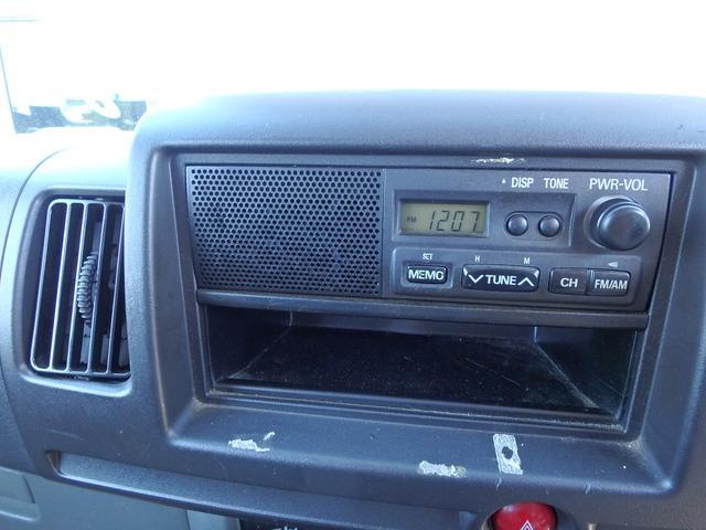 ラジオ装備は大事ですね、AMFMチューナーが付いています。