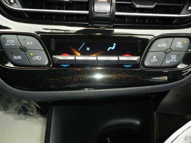 エアコンのスイッチは見やすく使い勝手の良いオートエアコンです。