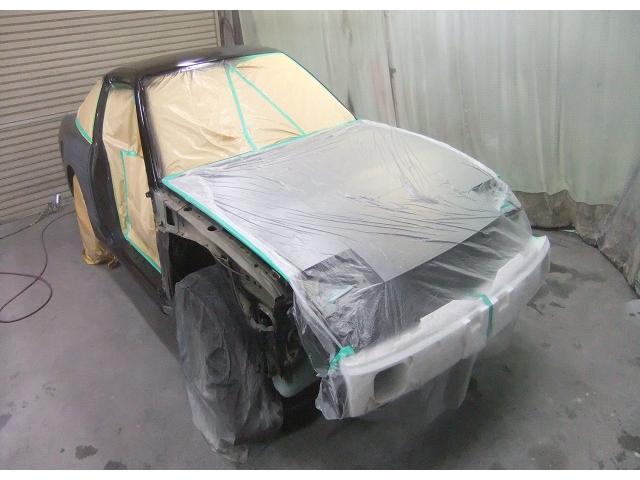 元々、綺麗な車輌をベースに高級塗料(黒パールフレーク)を使い高品質全塗装をします♪高級塗料ゆえ末永く輝きます☆手間・ヒマを惜しまず、ドア内側・トランク内側・給油口内側なども正しく美しく塗装しています☆