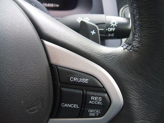 クルーズコントロール付きで高速走行時に便利です