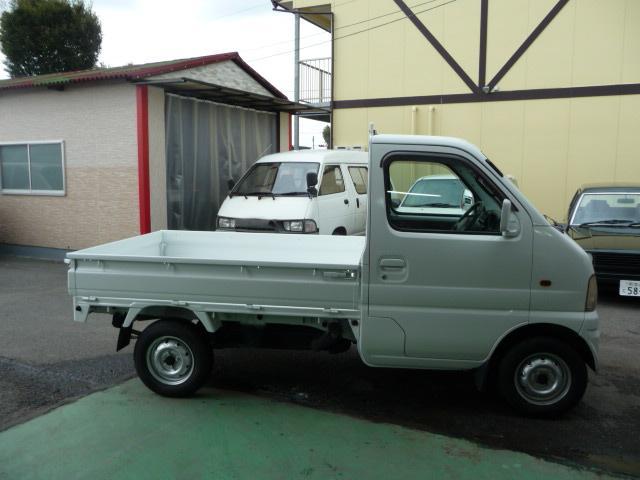 納車までの工程を経てリフレッシュされたお車は、車庫にて保管され、お客様をお待ちします。