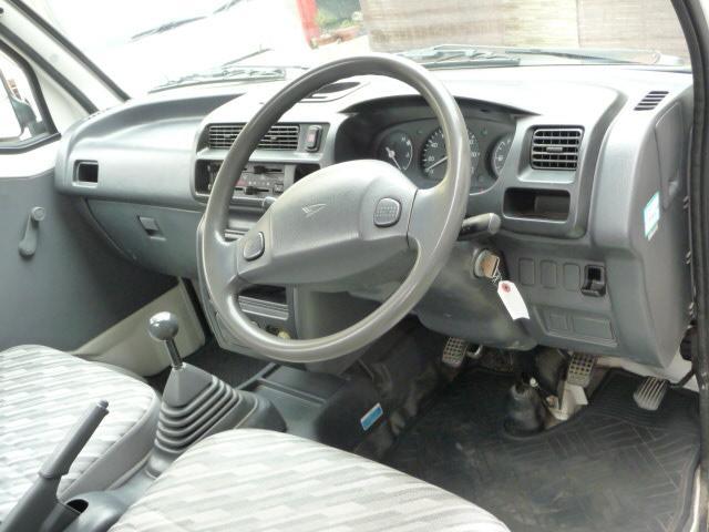 自社工場、提携民間車検工場有り、全車保証付き販売。万が一の時の場合のレッカー車も完備しておりますのでご安心下さい。