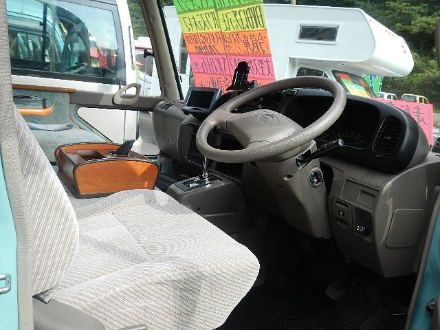 キャンピングカー RVビッグフット社製 大型スカイルーフ(14枚目)