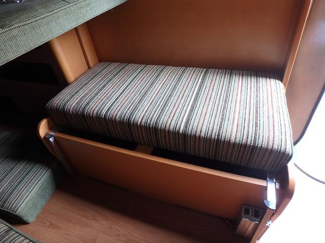 キャンピング トイファクトリー製ROBO リヤ2段ベッド(53枚目)