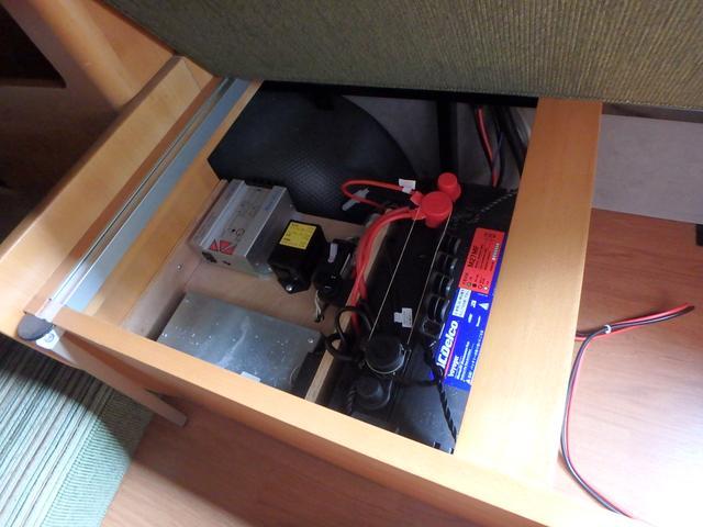 キャンピング トイファクトリー製ROBO リヤ2段ベッド(54枚目)