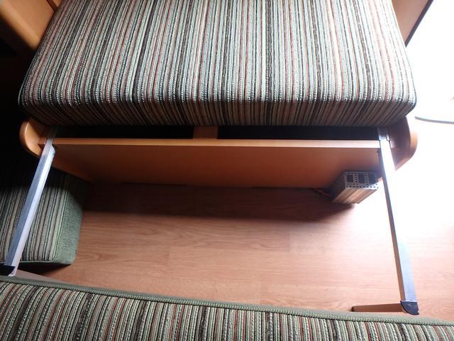 キャンピング トイファクトリー製ROBO リヤ2段ベッド(55枚目)
