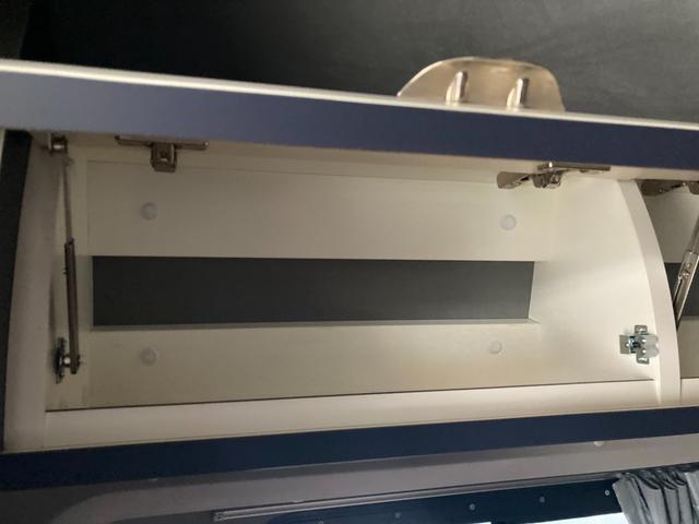 SロングDX GLパッケージ 家庭用エアコン 冷蔵庫 シンク SDナビ フルセグ バックカメラ ETC リア常設Wベッド 対座テーブルベッド エクステイションBOX キャンバー鹿児島社Rem べバストFFヒーター(32枚目)