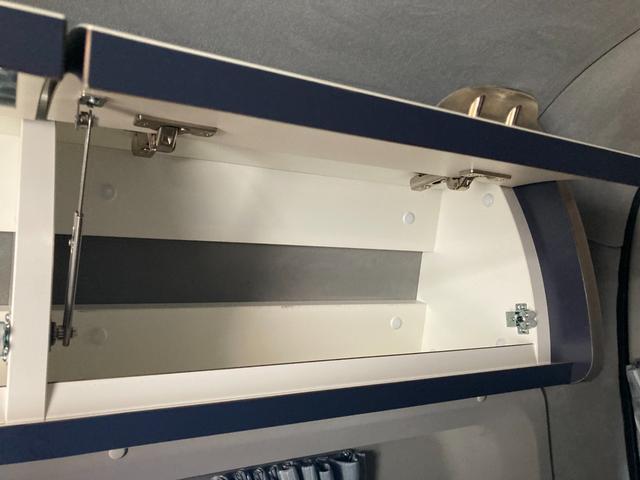 SロングDX GLパッケージ 家庭用エアコン 冷蔵庫 シンク SDナビ フルセグ バックカメラ ETC リア常設Wベッド 対座テーブルベッド エクステイションBOX キャンバー鹿児島社Rem べバストFFヒーター(33枚目)