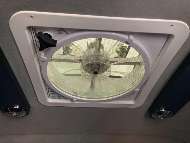 SロングDX GLパッケージ 家庭用エアコン 冷蔵庫 シンク SDナビ フルセグ バックカメラ ETC リア常設Wベッド 対座テーブルベッド エクステイションBOX キャンバー鹿児島社Rem べバストFFヒーター(35枚目)