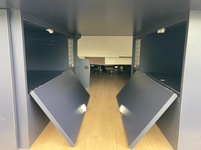 SロングDX GLパッケージ 家庭用エアコン 冷蔵庫 シンク SDナビ フルセグ バックカメラ ETC リア常設Wベッド 対座テーブルベッド エクステイションBOX キャンバー鹿児島社Rem べバストFFヒーター(43枚目)