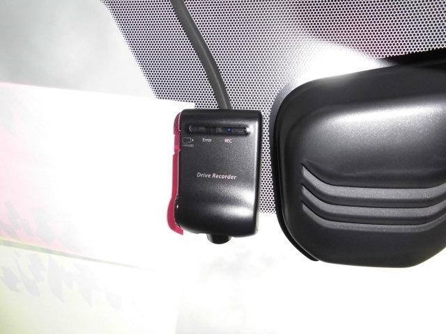 事故やあおり運転に遭遇した際、動画の記録として保存できる、純正ドライブレコーダーが付いてます♪