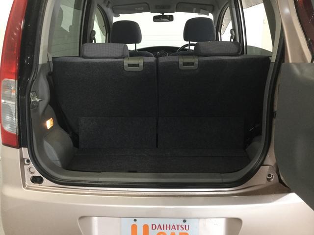 トランクは、横開き式。
