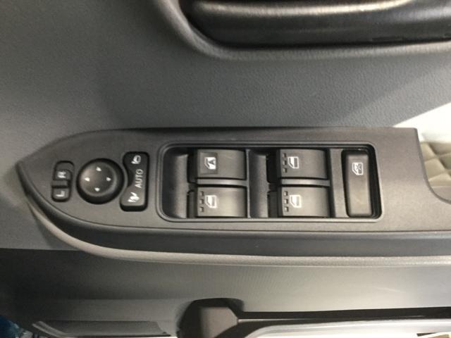 電動格納ミラー、パワーウィンドウは運転席ドアトリムに配置