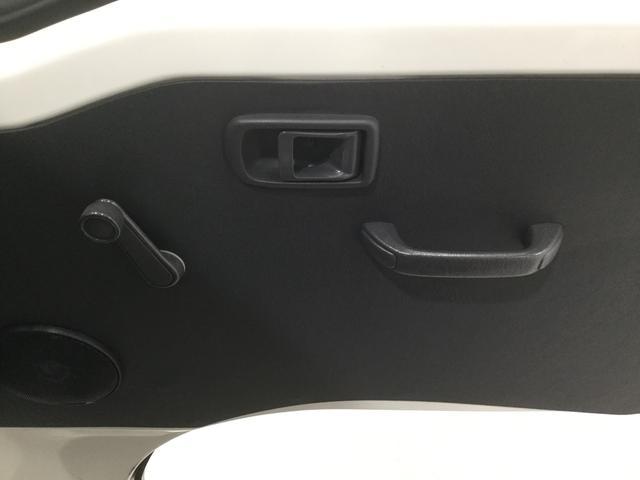 運転席アームレストにはドアミラーとドアガラスの操作パネルを配置♪