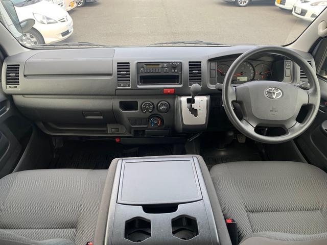 ロングDX ユーザー様買取入庫車/走行距離8597キロ/5ドア両側スライドドア/2列シート3/6人乗り/AUX付き純正ラジオ/ウレタン製ステアリング/リモコンキーレス/プライバシーガラス(3枚目)