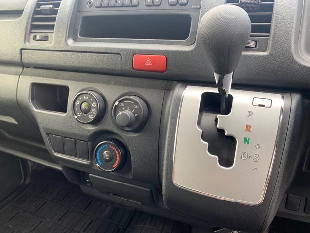 ロングDX ユーザー様買取入庫車/走行距離8597キロ/5ドア両側スライドドア/2列シート3/6人乗り/AUX付き純正ラジオ/ウレタン製ステアリング/リモコンキーレス/プライバシーガラス(6枚目)