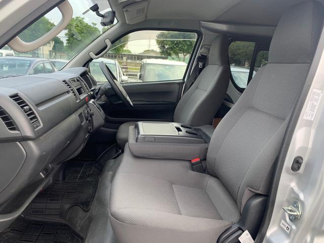 ロングDX ユーザー様買取入庫車/走行距離8597キロ/5ドア両側スライドドア/2列シート3/6人乗り/AUX付き純正ラジオ/ウレタン製ステアリング/リモコンキーレス/プライバシーガラス(9枚目)