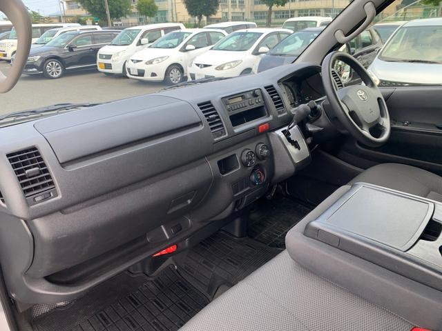 ロングDX ユーザー様買取入庫車/走行距離8597キロ/5ドア両側スライドドア/2列シート3/6人乗り/AUX付き純正ラジオ/ウレタン製ステアリング/リモコンキーレス/プライバシーガラス(10枚目)