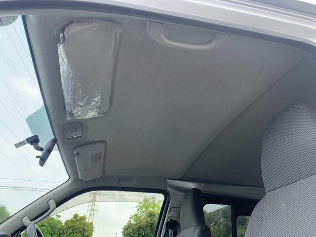 ロングDX ユーザー様買取入庫車/走行距離8597キロ/5ドア両側スライドドア/2列シート3/6人乗り/AUX付き純正ラジオ/ウレタン製ステアリング/リモコンキーレス/プライバシーガラス(11枚目)