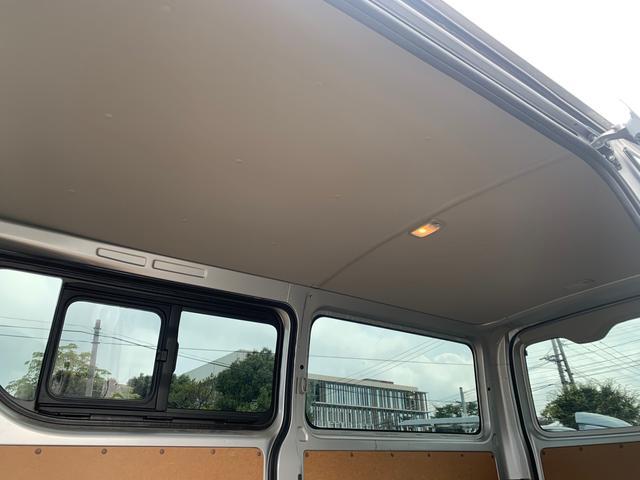 ロングDX ユーザー様買取入庫車/走行距離8597キロ/5ドア両側スライドドア/2列シート3/6人乗り/AUX付き純正ラジオ/ウレタン製ステアリング/リモコンキーレス/プライバシーガラス(12枚目)