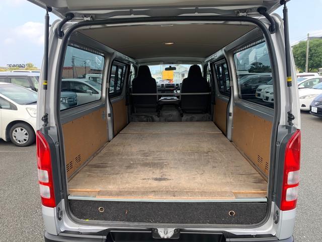 ロングDX ユーザー様買取入庫車/走行距離8597キロ/5ドア両側スライドドア/2列シート3/6人乗り/AUX付き純正ラジオ/ウレタン製ステアリング/リモコンキーレス/プライバシーガラス(13枚目)