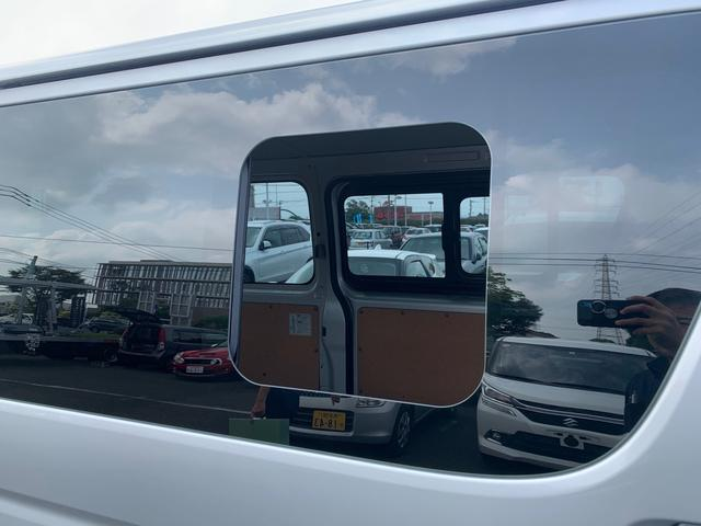 ロングDX ユーザー様買取入庫車/走行距離8597キロ/5ドア両側スライドドア/2列シート3/6人乗り/AUX付き純正ラジオ/ウレタン製ステアリング/リモコンキーレス/プライバシーガラス(15枚目)