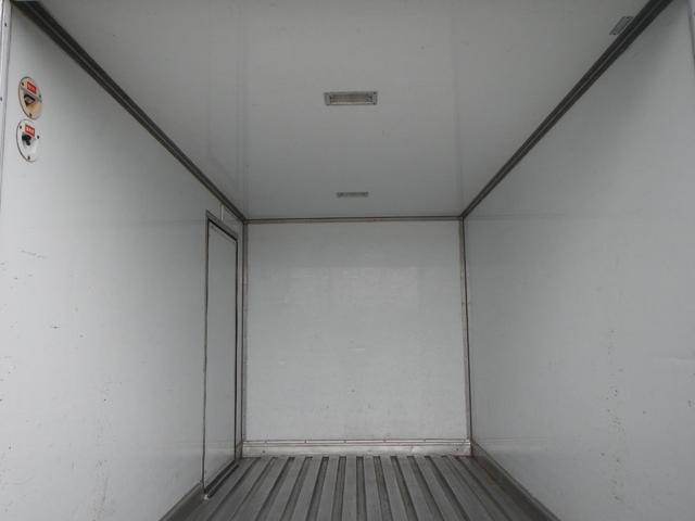 保冷パネルバン1.5t積 5速MT Wタイヤ ラジオ 横ドア(7枚目)