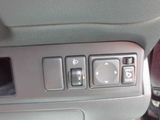 ボタンで簡単にミラーの調整が可能です。