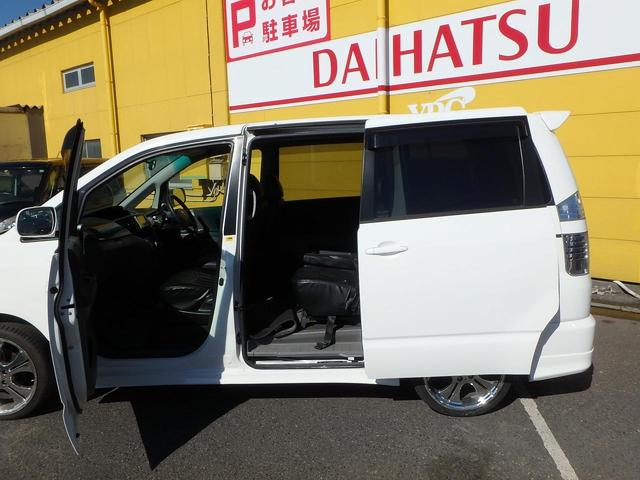 トヨタ ヴォクシー X HDDナビ ETC 3列シート8人乗り