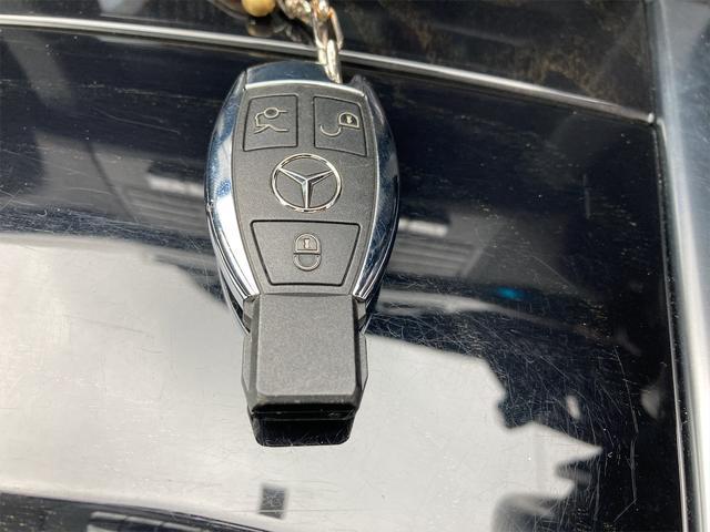 E400 アバンギャルド AMGライン V6 BITURBO ディーラー車 右ハンドル ニッチェ19inアルミ AMGルックグリル LEDライト マフラー中間カスタム トランクスポイラー サンルーフ レザーパワーシート(26枚目)