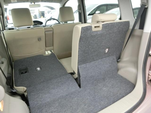 ムーヴは後ろのシートが分割してたおせ、使い勝手の幅が広がります。