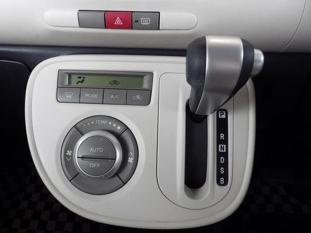 CVT(無断変速オートマ)仕様です。エアコンはフルオートエアコンとなります。