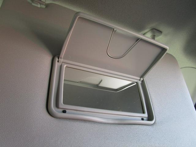 サンバイザーには便利なバニティーミラー付いてます!