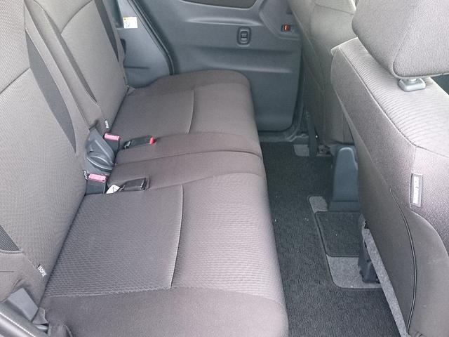 ゆったり座れる後部座席!大人5名の乗車でも余裕♪