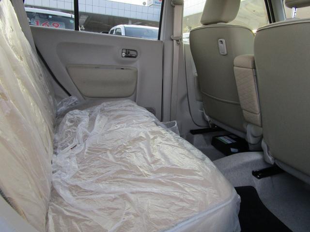 後部座席もゆったり ビニールシートのかかったままの状態になります