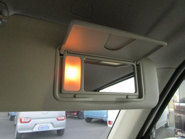 照明付きの便利なバニティーミラー付いてます!