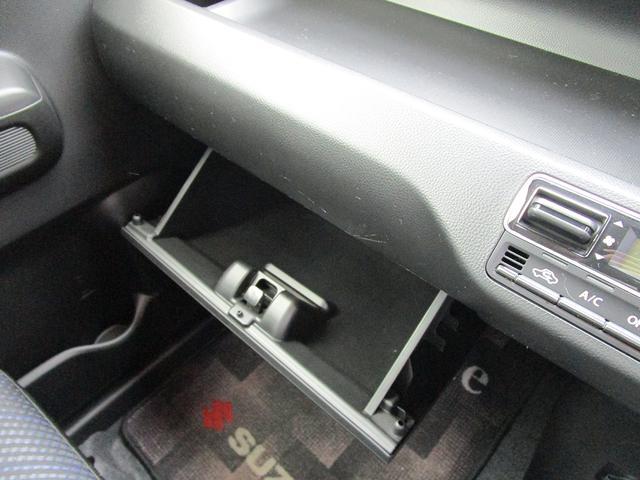 グローブボックスは車検証入れ等にお使いいただけます!