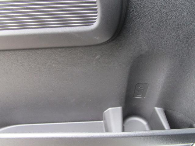 後部座席ドアもドリンクホルダー付きのドアポケット付き!